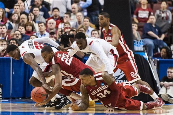 Oklahoma Sooners forward Amath M'Baye (22) and Aztecs forward DeShawn Stephens (23 Dive