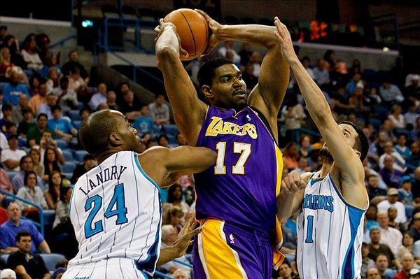 Los Angeles Lakers center Andrew Bynum