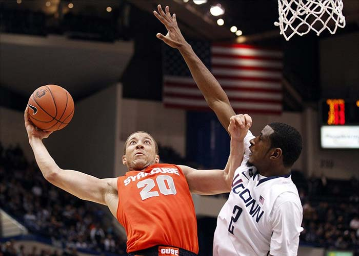 Syracuse Orange Guard Brandon Triche Shoots