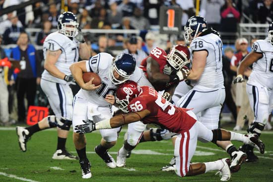 Oklahoma Sooners linebacker Ronnell Lewis sacks Connecticut Huskies quarterback Zach Frazer