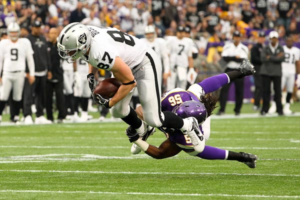 Oakland Raiders tight end Kevin Boss